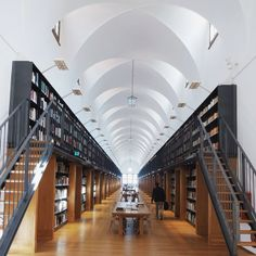 post of this amazing space. Nouva Manica Lunga Library #fondazionegiorgiocini #architecturebiennaleinstameet