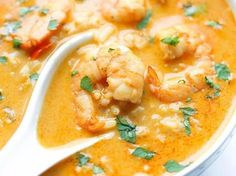 Easy Thai Shrimp Soup ~ Skip the take-out and try making this at home – it's unbelievably easy and tastier and healthier! Easy Soup Recipes, Healthy Diet Recipes, Healthy Soup, Shrimp Recipes, Eating Healthy, Thai Shrimp Soup, Cooking Steak On Grill, Irish Potato Soup, Cooking With Coconut Milk