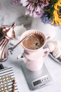 Pour-Over Coffee In My Daily Routine - GastroSenses Chocolate Covered Coffee Beans, Buy Coffee Beans, Coffee Type, Great Coffee, Melitta Coffee Maker, Cupping At Home, Coffee Presentation, Espresso Shot, Coffee Accessories