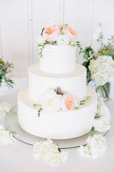 Summery floral topped wedding cake: http://www.stylemepretty.com/rhode-island-weddings/narragansett/2016/01/01/elegant-rhode-island-coast-wedding/ | Photography: Kim Lyn - http://www.kimlynphotography.com/