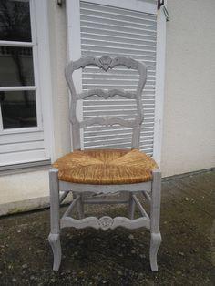 chaise patinée dans le style gustavien  https://www.facebook.com/DouceurGustavienne