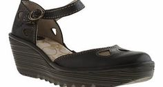 Fly London womens fly london black yuna high heels Garden BBQ? Shopping trip in town? Dinner date? Fly London present the Yuna - a chic style that will carry you through any occasion thrown at you. Arriving in black leather, this two part sandal featu http://www.comparestoreprices.co.uk/womens-shoes/fly-london-womens-fly-london-black-yuna-high-heels.asp