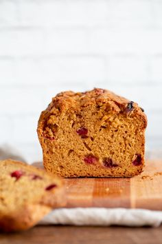 Vegan Sweet Potato Bread with Cranberries or other berries. Easy 1 Bowl Sweet Potato Cranberry Loaf with winter spices. Use pumpkin for variation. Vegan Sweet Potato Bread Recipe, Steamed Sweet Potato, Vegan Breakfast Recipes, Vegan Recipes, Brunch Recipes, Baking Recipes, Tuna Recipes, Waffle Recipes, Breakfast Ideas