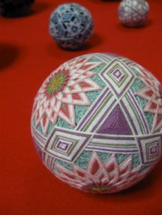 I attended TEMARI (Traditional Japanese embroidered balls) workshop yesterday. I was fascinated by beautiful handcraft! Crafts For Kids, Arts And Crafts, Diy Crafts, Temari Patterns, Japanese Art, Traditional Japanese, Quilted Ornaments, Holiday Ornaments, Art Populaire