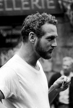 BEARDED YOUNG PAUL NEWMAN IN TEE SHIRT.