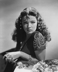 Hollywood princess Gene Tierney - Beauty will save Hollywood Vintage, Old Hollywood Glamour, Golden Age Of Hollywood, Hollywood Stars, Classic Hollywood, Pure Hollywood, Hollywood Jewelry, Hollywood Icons, Hollywood Images