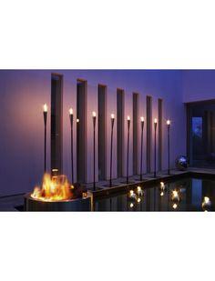 Les torches Blomus donnent une ambiance chaleureuse au jardin, de quoi passer une bonne soirée ! https://www.jardin-concept.com/p-torche-a-piquer-dans-la-terre-104-766.html