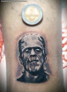 Tatuaje hecho por Rodrigo Alexis Casco de Tucumán (Argentina). Si quieres ponerte en contacto con él para un tatuaje/diseño o ver más trabajos suyos visita su perfil: https://www.zonatattoos.com/eltorotattoo  Si quieres ver más tatuajes de frankenstein visita este otro enlace: https://www.zonatattoos.com/tag/141/tatuajes-sobre-frankenstein  Más sobre la foto: https://www.zonatattoos.com/tatuaje.php?tatuaje=109281