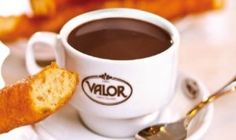 Chocolate a la Española : Hot chocolate khas spanyol yang ditambah dengan tepung maizena Chocolate Torte, Hot Chocolate Bars, Churros, Chocolate Company, Spanish Food, Spanish Meals, Latin Food, Frappe, Dessert Recipes