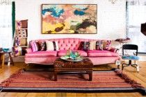 Pink couch and wall art for shabby chic living room, pretty or nay? Shabby Chic Lounge, Salon Shabby Chic, Boho Chic Living Room, Eclectic Living Room, Living Room Designs, Living Room Decor, Bohemian Living, Bohemian Style, Living Rooms