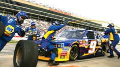 Atlanta 2015.On A Roll: Chase Elliott's JR Motorsports crewmen raced to service his No. 9 Chevrolet. Elliott finished fifth in the XFINITY Series race at his home track.