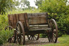 Old Wagon vintage farm wagons Horse Drawn Wagon, Westerns, Wooden Wagon, Old Wagons, Country Farm, Country Living, Vintage Farm, Old Farm, Wheelbarrow