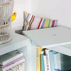 Corner storage between Ikea Expedit shelves