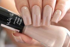 Esmalte Puro Nude @vult_cosmetica via @nailsbyandy_ Na ShopBela você encontra esta e muitas outras cores dos esmaltes Vult, acesse www.shopbela.com.br