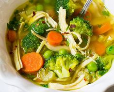 This recipe for healthy vegetable chicken soup is delicious .- This recipe for chicken soup with healthy vegetables is delicious … – Recipe / Recipe Chicken Veggie Soup, Vegetable Soup Healthy, Chicken Soup Recipes, Healthy Vegetables, Detox Chicken Soup, Creamy Chicken, Soup Cleanse, Detox Soup, Cleanse Diet