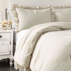 14 Fabulous Rustic Chic Bedroom Design and Decor Ideas to Make Your Space Special - The Trending House Grey Comforter Sets, Rustic Comforter Sets, Farmhouse Bedroom Decor, Farmhouse Style Bedding, Farmhouse Chic, Rustic Chic, Country Chic, French Country, Shabby Chic
