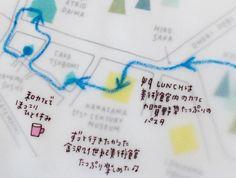 """楽しい旅のお供に""""旅のしおり""""を手作りしてみませんか? 今回作るのは、簡単なのにかわいくて便利、そのまま思い出として残しておくことができる「大人のための旅のしおり」。スクラップブックや紙雑貨作りを手がけるコラージュ作家の永岡綾さんに作り方を教えてもらいました。 Co Trip, Note Memo, Hobonichi, Picture Design, Zine, Book Design, Articles, Bullet Journal, Notes"""