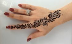 About henna tattoo. In this article we will talk about henna tattoo. We wiil see what is henna and how it works. and other interesting things. Henna Hand Designs, Small Henna Designs, Mehndi Designs Finger, Henna Tattoo Designs Simple, Mehndi Designs For Beginners, Mehndi Designs For Fingers, Mehndi Art Designs, Latest Mehndi Designs, Henna Tattoo Hand