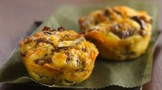 Impossibly Easy Mini Breakfast Sausage Pies- I see this at my next brunch. Breakfast Pie, Make Ahead Breakfast, Sausage Breakfast, Breakfast Dishes, Breakfast Recipes, Breakfast Ideas, Breakfast Cupcakes, Brunch Ideas, Breakfast Casserole