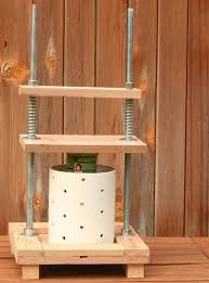 General page. Good for checking the design of the cheese press. Easy to build. Cheese Press, Dutch Cheese, Wine Press, Cream Cheese Brownies, Juice Extractor, Homemade Cheese, Curry, How To Make Cheese, Goat Milk