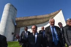 French President Francois Hollande (2nd-L) looks on during a visit of the Ronchamp Chapel (designed by Le Corbusier) on April 7, 2017 in Ronchamp, eastern France. SEBASTIEN BOZON / AFP