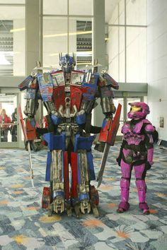 Amazing Optimus Prime overshadows...everyone | 20 Cosplays So Awesome It Makes You Wonder Why You Try