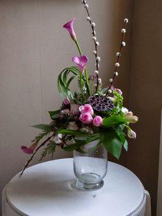 Large Flower Arrangements, Ikebana, Flower Designs, Glass Vase, Floral Design, Bouquet, Plants, Beautiful, Home Decor
