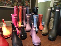 Mit den #HUNTER Stiefeln können Sie den Herbst willkommen heißen! Bei Vickermann & Stoya finden Sie eine Vielzahl an Modellen, Größen und Farben von HUNTER Boot