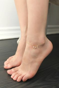 Constellation de la cheville diamants Cubic zirconia or image 1 Ankle Jewelry, Ankle Bracelets, Body Jewelry, Jewellery, 14 Carat, Ankle Chain, Beautiful Toes, How To Make Shoes, Women's Feet