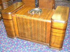 15 Tube Zenith 15U246 Chairside radio very rare