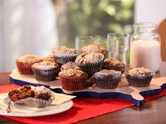 Shoo-Fly Muffins recipe from Bobby Flay via Food Network Sweet Breakfast, Breakfast Dishes, Breakfast Recipes, Breakfast Ideas, Breakfast Cookies, Brunch Ideas, Breakfast Time, Baking Muffins, Baking Cups