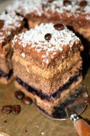 Ciasto z gatunku moich ulubionych: mocno wilgotnych, z kremem, z nutą kawy. Wymyśliłam je sobie, chcąc sprawdzić, czy dodatek tartego jabłk...