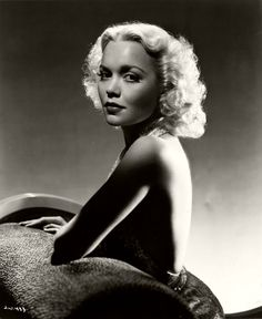Jane Wyman (January 1917 – September an American actress, singer, dancer, and philanthropist Hollywood Stars, Old Hollywood Glamour, Golden Age Of Hollywood, Vintage Hollywood, Classic Hollywood, Vintage Glam, Vintage Beauty, Classic Actresses, Classic Films