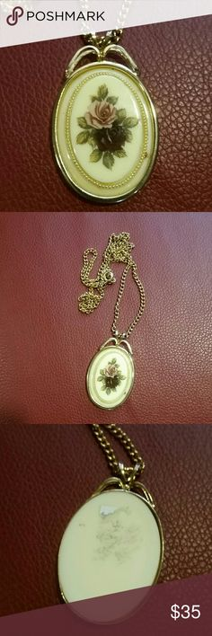 VINTAGE FLORAL PENDANT NECKLACE Good condition Vintage Jewelry Necklaces