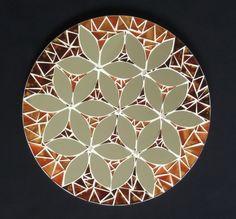 Mandalas em Mosaico de vidro e espelhos em base de MDF para decoração de paredes. Produto para Ambiente Interno. Não expor ao calor/umidade Obs.: 2 Mandalas em 25cm de diâmetro por R$139,80