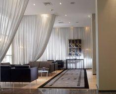 vorfhänge-als-raumteiler-im-zimmer- herrliche gestaltung - 42 kreative Raumteiler Ideen für Ihr Zuhause
