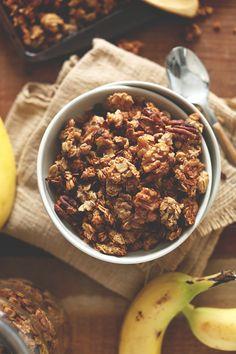 BANANA BREAD GRANOLA | 30 minutes, super healthy and tastes JUST like banana bread | minimalistbaker.com
