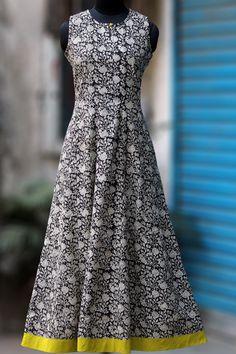 maxi sleeveless dress - white daisies on a night sky – maati crafts Kurti Neck Designs, Kurta Designs Women, Blouse Designs, Dresses For Teens, Modest Dresses, Trendy Dresses, Kalamkari Dresses, Western Dresses, Custom Dresses