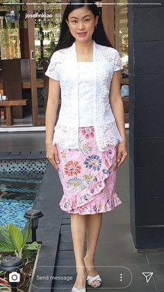Dress Pesta, Brokat, Batik Dress, Fashion Ideas, Fashion Design, Kebaya, Valencia, Dresses For Work, Modern