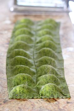 How to Make Ravioli Tutorial complete with 3 filling recipes and a short video! Hint to self, I need a pasta maker - Handle the heat ! Tortellini, Machine A Pate Fraiche, How To Make Ravioli, Pasta Recipes, Cooking Recipes, Cooking Tips, Ravioli Filling, Pasta Casera, Homemade Ravioli