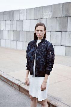 Très inspirés par la vibe hip hop des 90's, David Neville et Marcus Wainwright ont dévoilé une collectionresort sportswear. Incontournable du vestiaire masculin depuis nos années lycée,