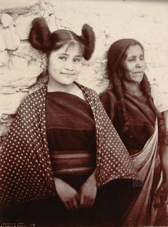 A Hopi Woman and a Girl. George Wharton James and C. The George Wharton James Collection, Braun Research Library Collection, Autry National Center; Native American Photos, Native American Women, Native American History, Native American Indians, Hopi Indians, Navajo, Clemente Orozco, Arizona, Portraits