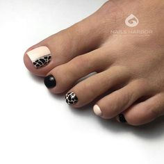 The advantage of the gel is that it allows you to enjoy your French manicure for a long time. There are four different ways to make a French manicure on gel nails. Pedicure Designs, Pedicure Nail Art, Toe Nail Designs, Toe Nail Art, Pretty Toe Nails, Cute Toe Nails, Pretty Toes, Nail Art Pieds, Hair And Nails