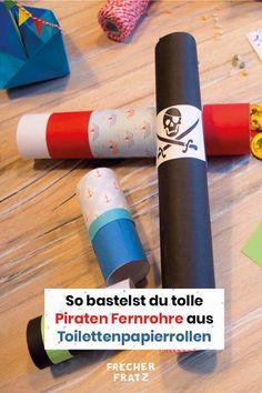Aus Toilettenpapierrollen kannst du tolle Piratenfernrohre basteln! Große und kleine, aus buntem Papier oder selbst bemalt deinen Piraten Fernrohren aus Klopapierrollen sind keine Grenzen gesetzt. Diese DIY Bastelidee eignet sich perfekt, um deine Kids einen Nachmittag zu beschäftigen. Wenn die Piraten Fernrohre fertig gebastelt sind, kann nämlich noch direkt Pirat gespielt werden! Alles, was du für die Piratenfernrohre brauchst, sind Toilettenpapierrollen, buntes Papier, Schere und Kleber. Art Supplies, Blog, Ursula, Party, Colored Paper, Too Busy, Pirates, Pipes, Blogging