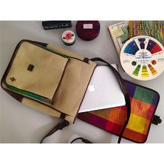 ¡Tuesday workspace! ¡in love with my ·KONA· laptop bag! Haz tus pedidos:  (502) 4739·6841 // hello@akenstore.com