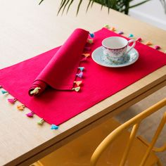 Zara Home inspirational table decoration ideas for creative hobbyists - Home TrendsWhen it comes to table top ideas, most people already look away and stop reading.Our favorite pieces from the new Zara Home collection. Zara Home Collection, Spring Collection, Ramadan Decorations, Placemat Sets, Decoration Table, Table Linens, Table Runners, Diy Home Decor, Diy And Crafts