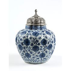 Ming dynasty jar and lid, circa 1550, V&A collection