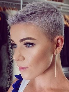 """How to style the Pixie cut? Despite what we think of short cuts , it is possible to play with his hair and to style his Pixie cut as he pleases. For a hairstyle with a """"so chic"""" and pointed… Continue Reading → Super Short Hair, Short Grey Hair, Short Hair Cuts For Women, Short Hairstyles For Women, Short Hair Styles, Super Short Pixie Cuts, Black Hair, Short Pixie Haircuts, New Haircuts"""