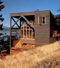 The architecture does not get in the way of this magnificent view. Gorton/Bounds Cabin on Decatur Island, Washington by Miller | Hull, photo by Chris Eden. | Tiny Homes