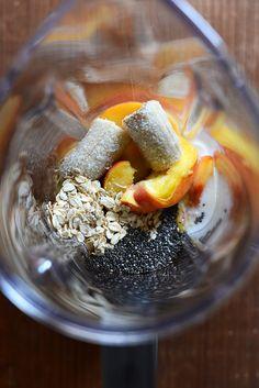 Peach Oat Chia Seed Smoothie! #vegan minimalistbaker.com #minimalistbaker